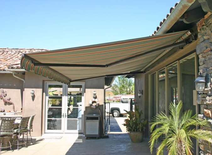 elite_heavy_duty_retractable_patio_awning